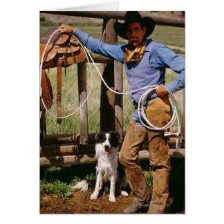 Cartão Vaqueiro que levanta com laço e cão de estimação
