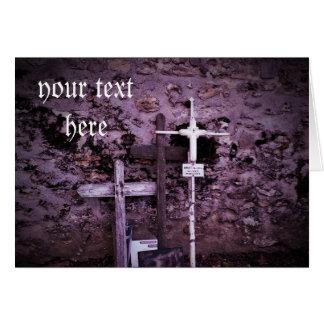 Cartão vazio abandonado do matiz roxo das cruzes