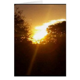 cartão vazio do nascer do sol dourado