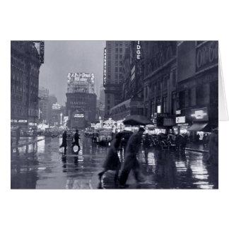 Cartão Vazio: vintage New York em uma noite chuvosa