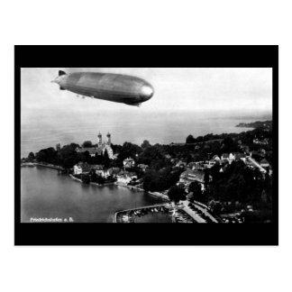 Cartão velho - dirigível sobre Friedrichshafen