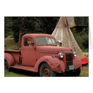 Cartão velho do caminhão e do Teepee