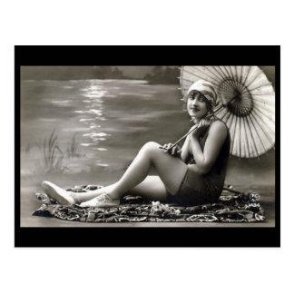 Cartão velho - menina pelo rio
