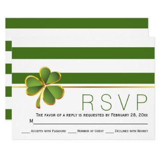 Cartão Verde irlandês do trevo, listras brancas que