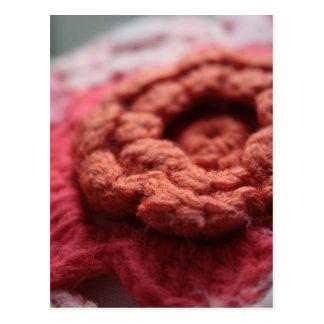 Cartão vermelho da flor do Crochet do 1:18 de
