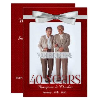 Cartão vermelho e branco do rubi do aniversário de