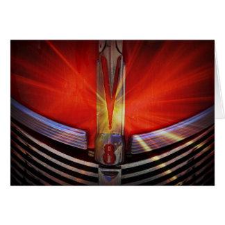Cartão Vermelho e cromo V8