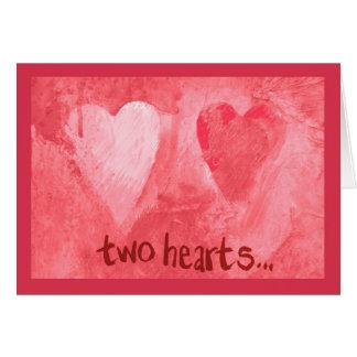 Cartão vermelho expressivo de dois corações