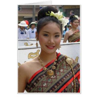 Cartão Vestido tradicional