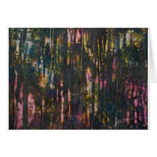 Cartão Vista através da floresta escura