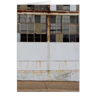 Cartão Vista exterior formal da fábrica abandonada