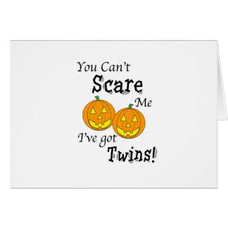 Cartão Você não pode susto mim gêmeos - abóboras