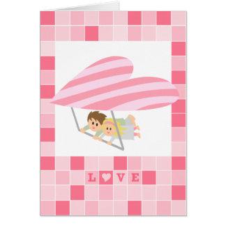 Cartão Vôo bonito do casal em um cair-planador