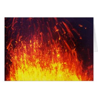 Cartão Vulcão da erupção da noite: lava dos