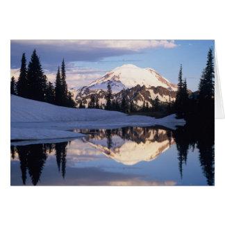 Cartão WA, Monte Rainier NP, Monte Rainier e nuvens