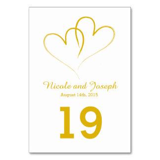 Cartão Wedding da mesa - dois corações do ouro