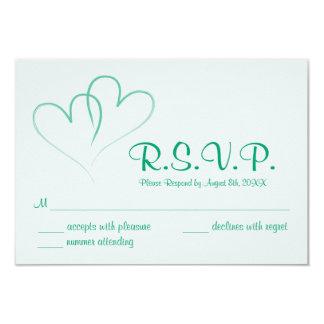 Cartão Wedding entrelaçado corações de dois RSVP