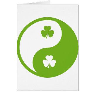 Cartão ying irlandês e yang do trevo