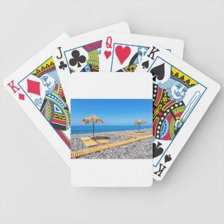 Cartas De Baralhos Guarda-chuvas de praia com trajeto e pedras na