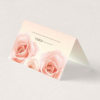 Cartões cor-de-rosa elegantes do lugar da mesa dos