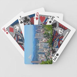 Cartões de jogo da capa da montagem da skyline de  baralhos de cartas