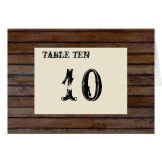 Cartões de madeira escuros do número da mesa
