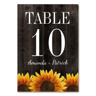 Cartões de madeira rústicos do número da mesa do