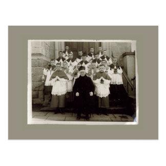 Cartões do vintage - padre e meninos da igreja