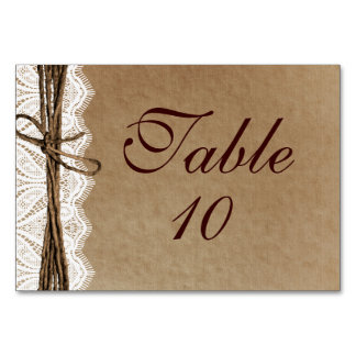Cartões rústicos da mesa do casamento de papel do