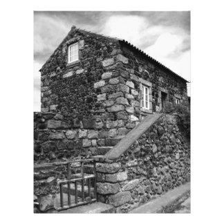 Casa açoriana típica do basalto panfletos coloridos