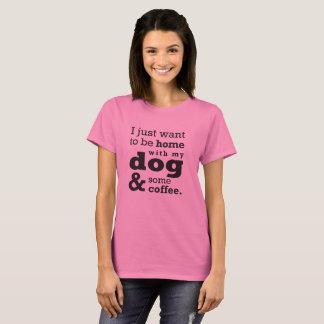 Casa com minha camisa do cão e do café