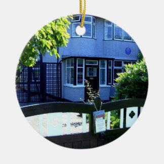 Casa da infância de John Lennon Ornamento De Cerâmica Redondo