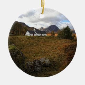 Casa de campo de Blackrock, Glencoe, Scotland Ornamento De Cerâmica Redondo