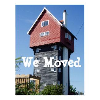 Casa de campo louca nós movemos a mudança de cartõ cartão postal