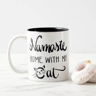 Casa de Namaste com minha caneca do gato