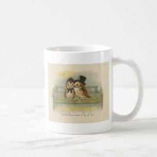 casal da coruja no banco caneca de café