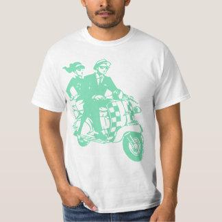 Casal de Ska no patinete T-shirt
