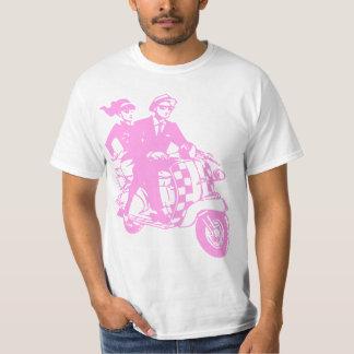 Casal de Ska no patinete T-shirts