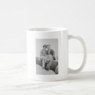 casal dos anos 30 caneca