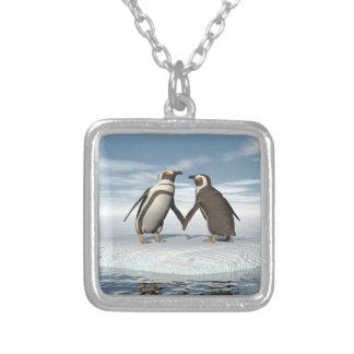 Casal dos pinguins colar banhado a prata