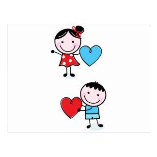 Casal que dá seu cartão do coração