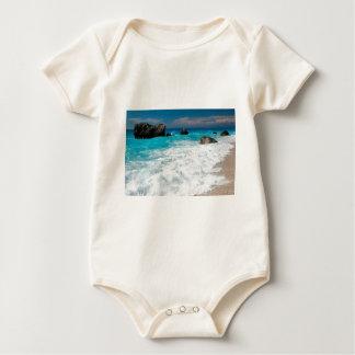 Casamento havaiano bonito do surf da água da praia macacãozinho para bebê