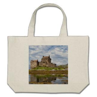 Castelo de Eilean Donan do panorama visto do sul Bolsa Para Compras