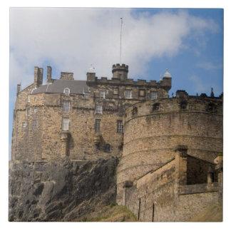 Castelo gigante famoso bonito de Edimburgo dentro