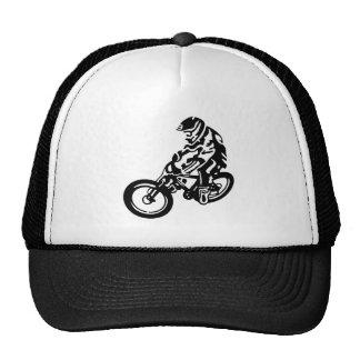 Cavaleiro em declive do Mountain bike