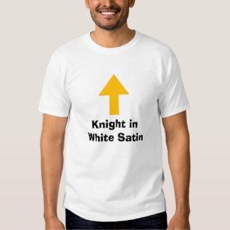 Cavaleiro no cetim branco tshirt