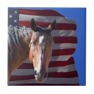 Cavalo americano e bandeira de um quarto - azulejo quadrado pequeno
