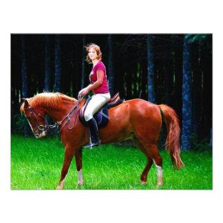 Cavalo calmo na floresta convite personalizados