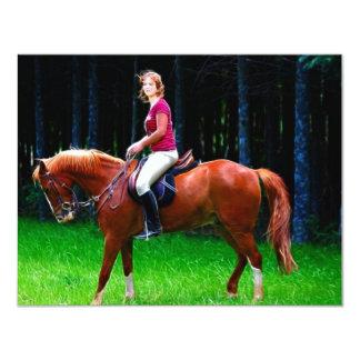 Cavalo calmo na floresta convite 10.79 x 13.97cm