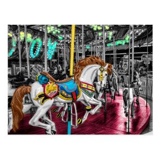 Cavalo colorido do carrossel no carnaval cartão postal